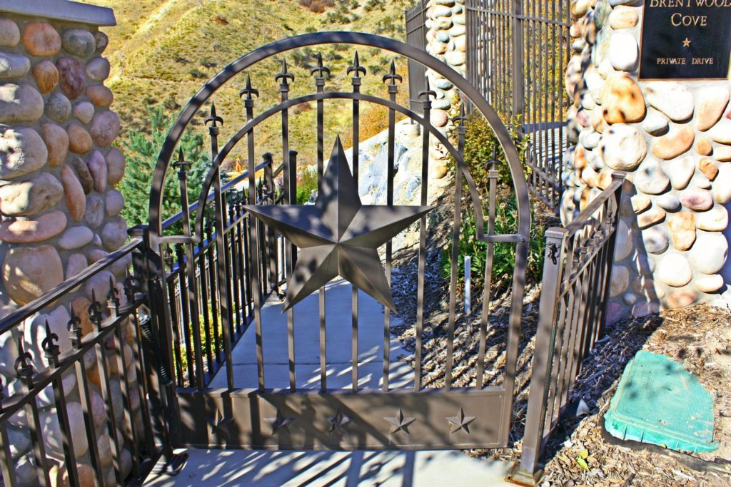 custom-star-gate-fencing-and-railing